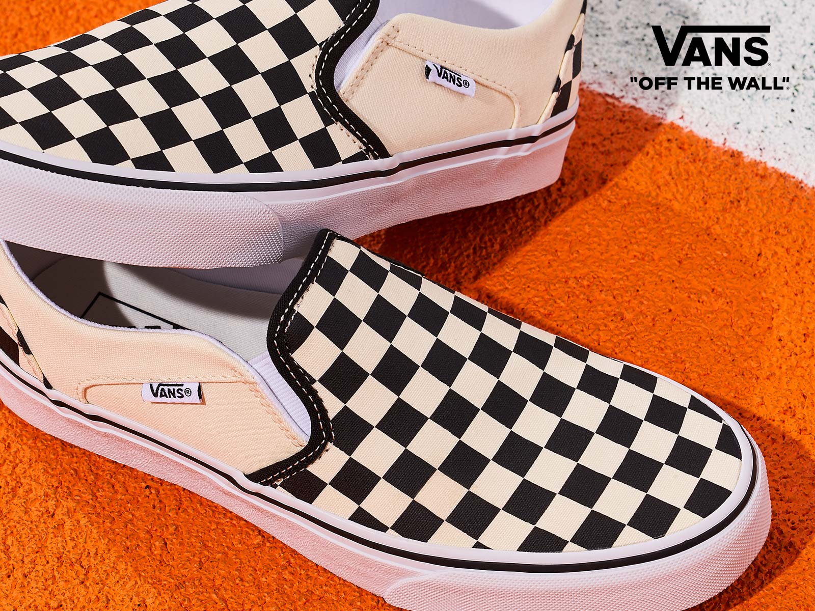 slip on checkered vans seakers